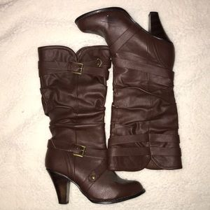 Brown slouchy 8 1/2 heel boots